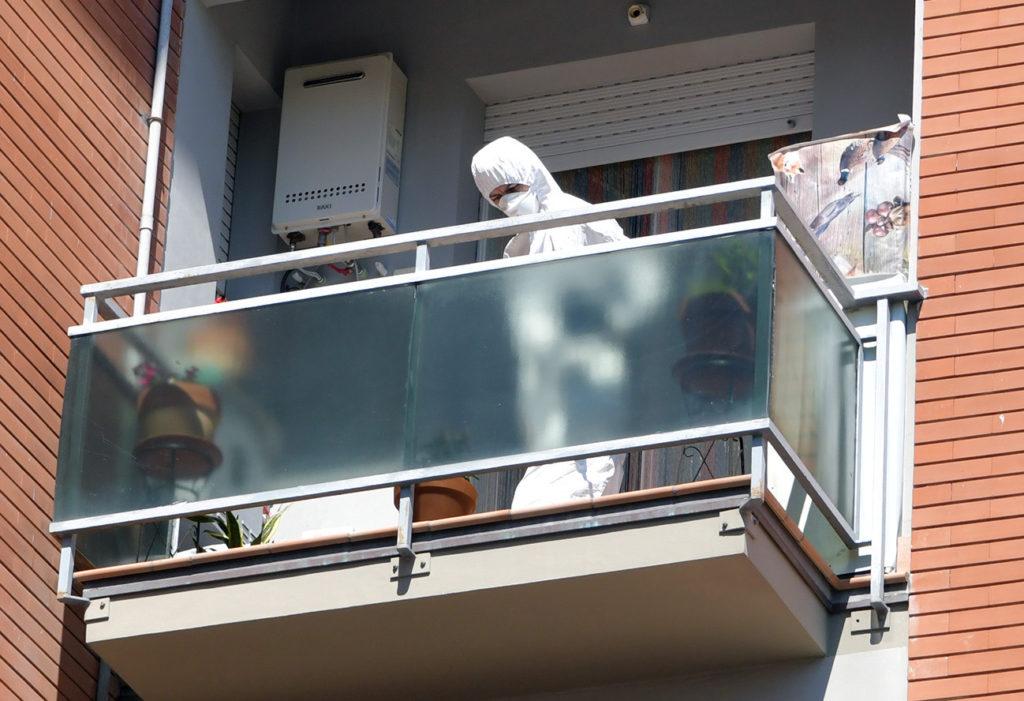 Il sopralluogo dei Ris nell'appartamento di via Verdi