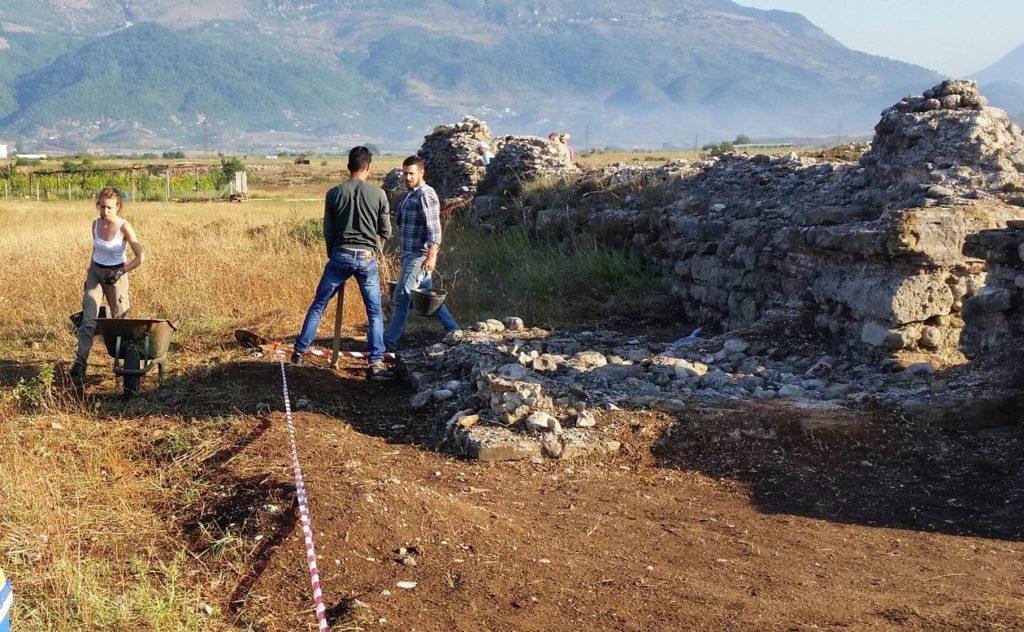 Studenti dell'ateneo di Macerata al lavoro in Albania