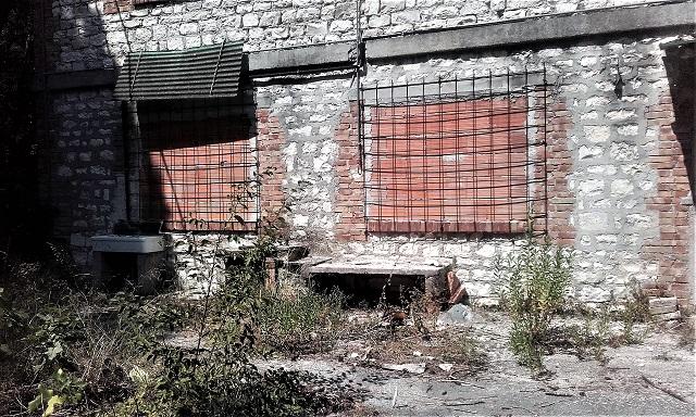 Mutilatini: nuove intrusioni nell'ex colonia a Portonovo. Diveltele protezioni in mattoni e acciaio