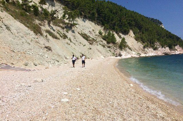 Scivola sul sentiero dei Sassi Neri, turista recuperato dai Vigili del Fuoco