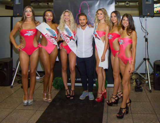 Enrico Marconato con le partecipanti al concorso