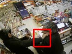 La rapina in tabaccheria ripresa dalle telecamere a circuito chiuso