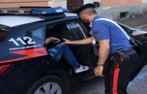 I carabinieri alle prese con un arresto