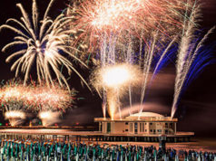 Lo spettacolo pirotecnico dei fuochi d'artificio a Senigallia