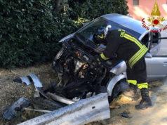 L'intervento dei Vigili del fuoco e del 118 sul luogo dell'incidente