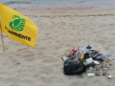 I rifiuti in plastica trovati dai volontari Legambiente delle Marche durante l'indagine Beach Litter