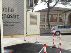 La risonanza magnetica mobile all'esterno dell'ospedale di Senigallia