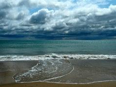 temporali in spiaggia, maltempo, pioggia