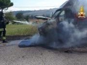 Il furgone che ha preso fuoco a Casenuove di Osimo