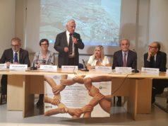 Da sinistra, Marina Garassino, Stefano Manfredi, Anna Casini, Michele Caporossi, Rossana Berardi, Sauro Longhi e Giovanni Apolone