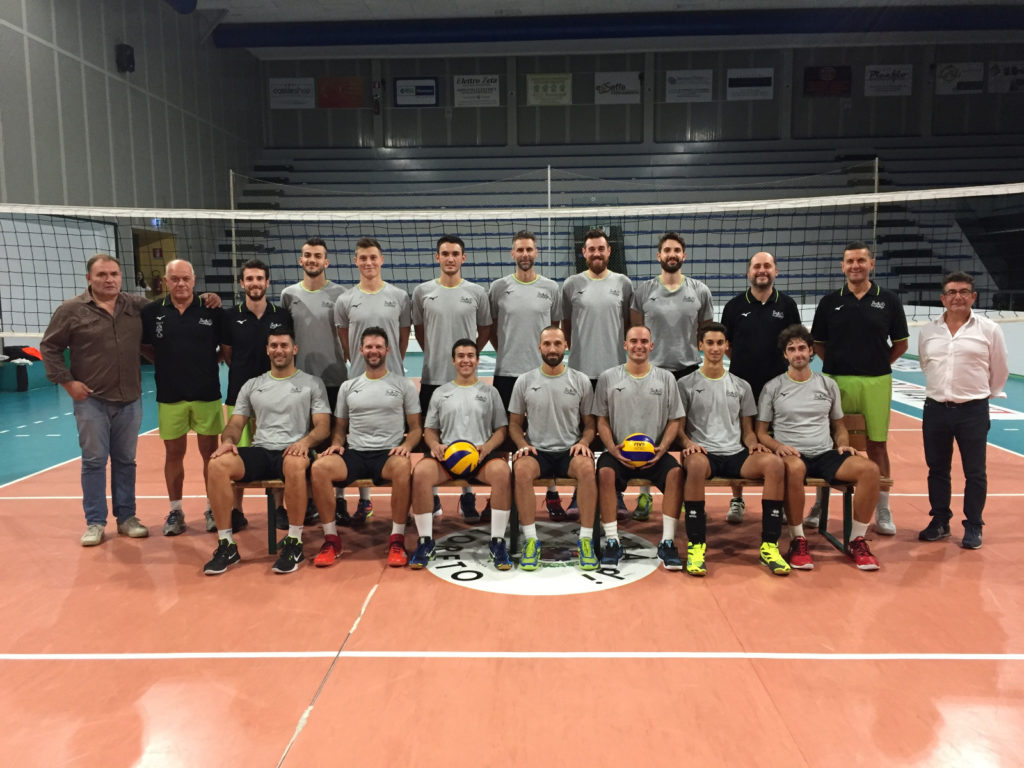 La formazione Nova Volley Loreto