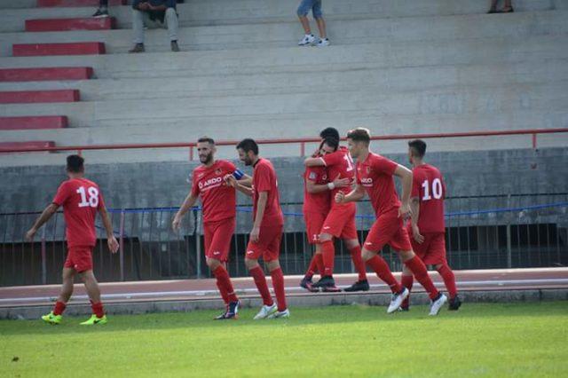 Il Fabriano Cerreto festeggia un gol (foto di Maurizio Animobono)