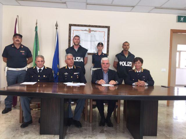 Il capo della squadra mobile Carlo Pinto con il questore Oreste Capocasa, il capo delle Volanti Cinzia Nicolini e il vice della squadra mobile Michele Morra
