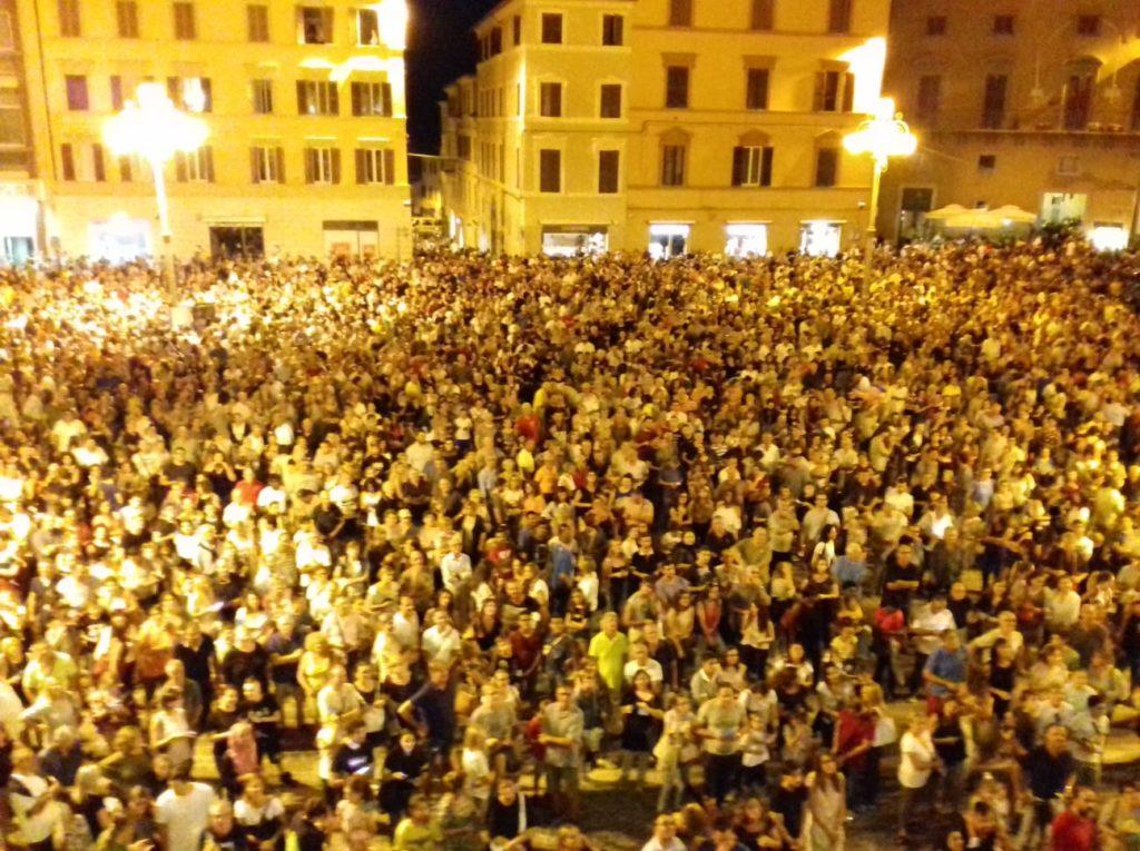 Piazza della Repubblica sold out per la tradizionale tombola di San Settimio