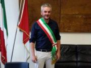 Il sindaco di Fabriano, Gabriele Santarelli con la fascia tricolore