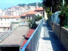 La ringhiera zincata in vicolo San Marco