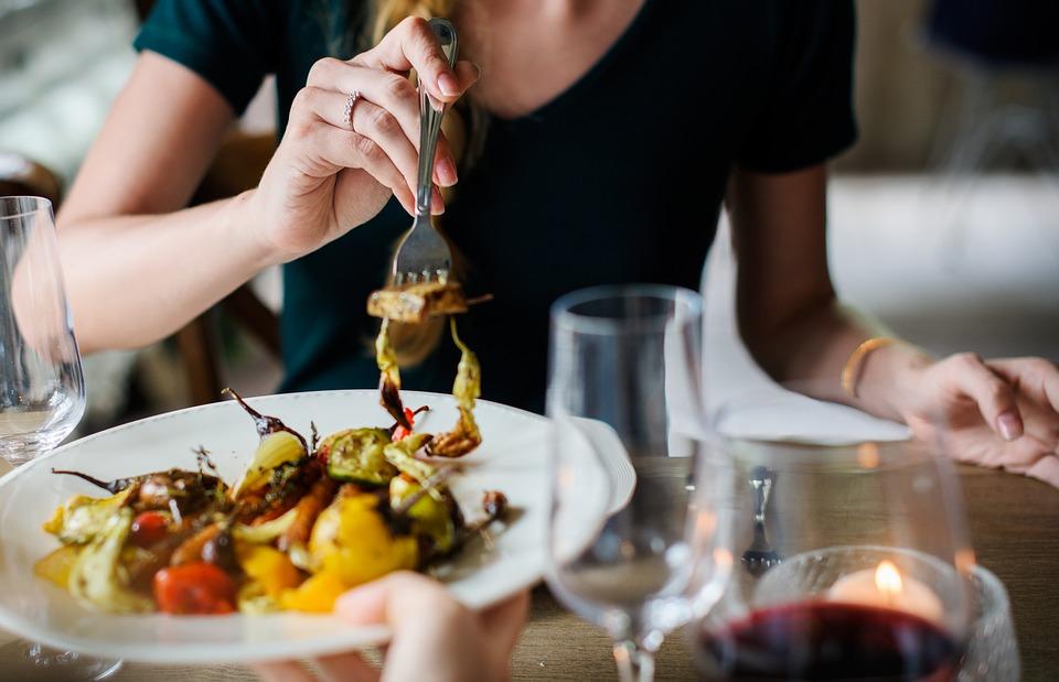 Covid-19 e sicurezza alimentare: i consigli sulla spesa e l'igiene in cucina