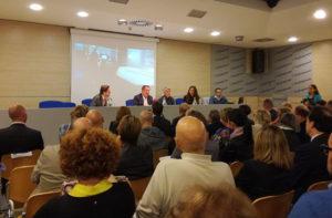 Antonio Di Bella e Filippo Nanni (al centro) ospiti ad Ancona del Festival del giornalismo d'inchiesta