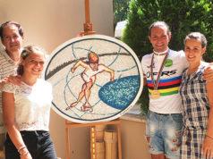 Nella foto, da sinistra: il direttore del centro europeo S.c.v. Enrico De Girolamo, la campionessa italiana Chiara Mesturini, il campione italiano Mauro Guenci e l'artista dell'opera Giorgia Pettinari