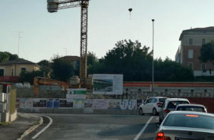 I lavori per la realizzazione del maxi parcheggio a tre piani sulla collina di via Cellini a Senigallia