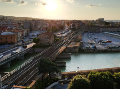 La linea ferroviaria per la circolazione dei treni a Senigallia
