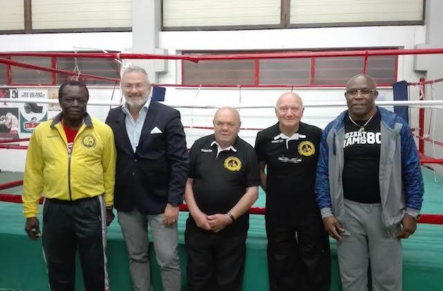 Da sinistra: il maestro Claude Tshiyekela, l'assessore allo sport Francesco Scaloni, l'ex campione Primo Zamparini, il vicepresidente Alberto Liberti e Patrizio Sumbu Kalambay