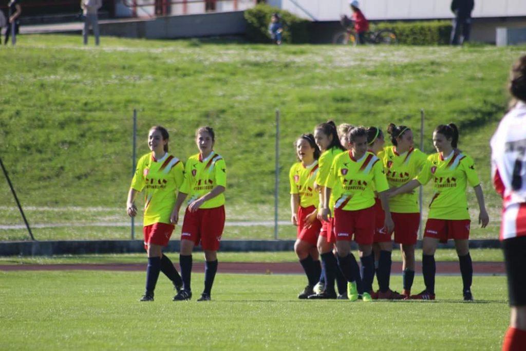Jesina Calcio femminile in campo in questo avvio di stagione (foto da Fb Jesina Calcio femminile)