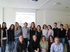 Il direttore dell'Istituto Confucio Giorgio Trentin e la responsabile del progetto Inclusione 3.0 Catia Giaconi con i partecipanti al corso di cinese per studenti con dislessia