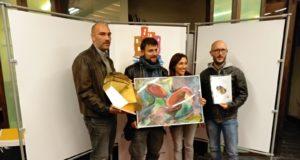 Diego Morresi e Andrea Antolini di Subway isieme ad Alessandro Tesei, ricevono il premio per il miglior documentario