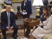 Il cappotto bicolor di Melania Trump detta la moda. (Da Pinterest)