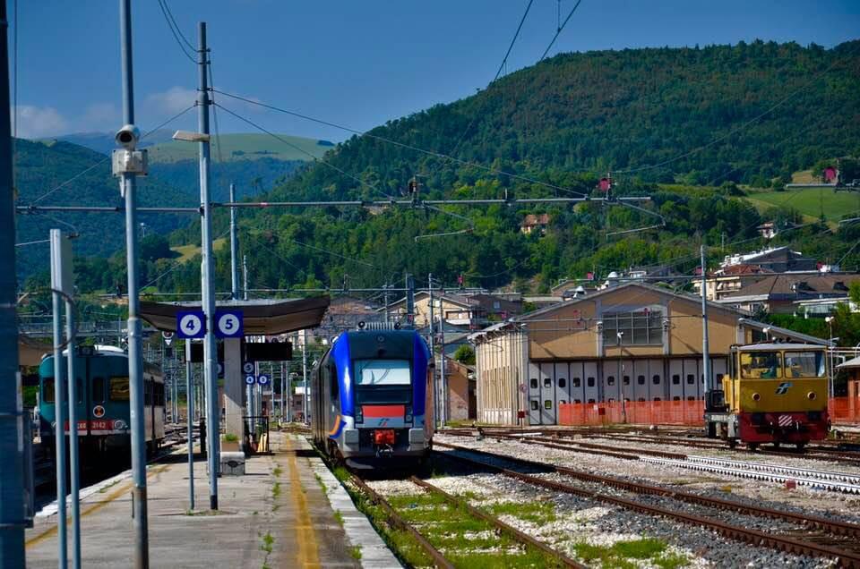 Fabriano: proseguono i lavori di elettrificazione della linea ferroviaria Albacina-Civitanova