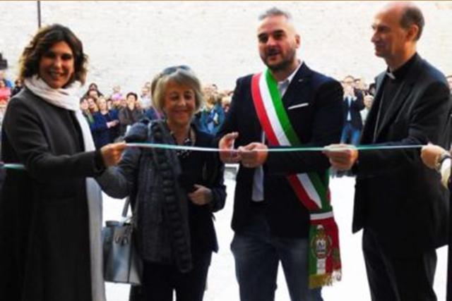 Taglio del nastro per il museo Guelfo a Fabriano in via Cesare Battisti