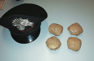 La droga sequestrata dai Carabinieri dopo l'arresto
