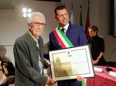 Il sindaco di Senigallia conferisce la cittadinanza onoraria al fotografo Piergiorgio Branzi