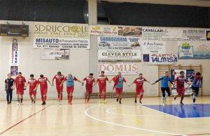 L'esultanza dei giocatori dell'Ostrense calcio a 5