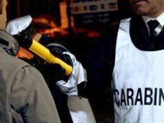I Carabinieri sottopongono un conducente all'etilometro