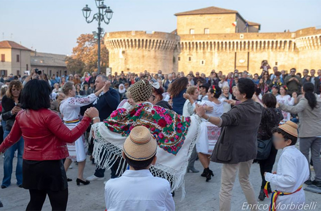 Le chiavi per l'integrazione: il dialogo e la festa dei popoli