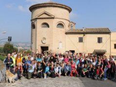 Una foto di gruppo per i partecipanti alla Giornata del camminare ad Osimo