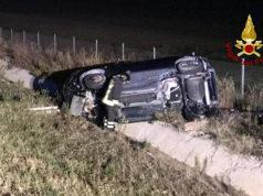 Auto nella scarpata dopo l'incidente sull'autostrada A14 a Senigallia
