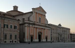 Il duomo in piazza Garibaldi a Senigallia
