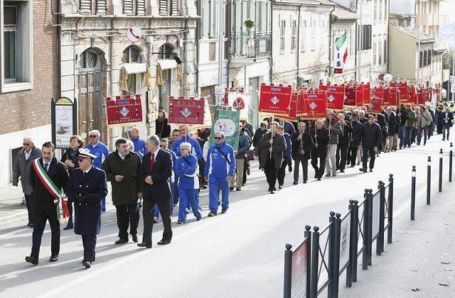 Il corteo dell'Avis in centro a Castelfidardo