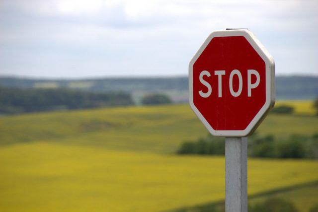 C'è la necessità di fermarsi e rieducarsi al rispetto stradale