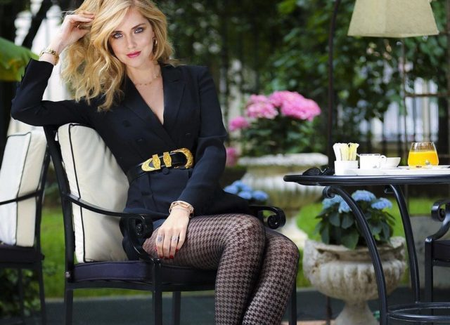 Chiara Ferragni indossa un modello pied de poule