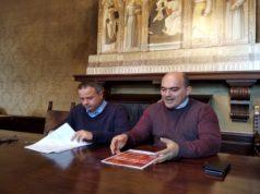 Il sindaco Simone Pugnaloni accanto al vice Mauro Pellegrini (a sinistra)