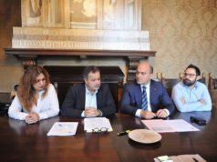 Da sinistra: l'assessore alla Polizia Federica Gatto, il vicesindaco Mauro Pellegrini, il sindaco Simone Pugnaloni e il capogruppo del Pd Giorgio Campanari