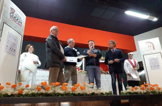I fratelli Paolo e Fabio Tritelli sul palco durante la premiazione del Concorso Pepe e Sale