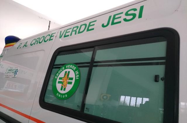 Scontro tra due auto in via Gallodoro a Jesi. Tre i feriti in ospedale