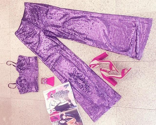 Pantaloni 70's e crop top shiny selezionati per noi da Raffaela Marinetti