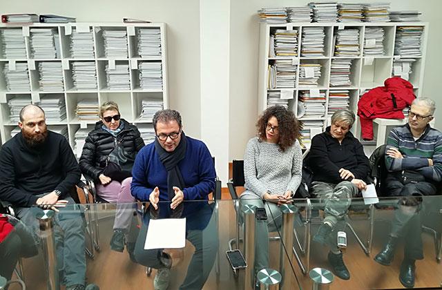 Corrado Canafoglia (al centro) e alcuni componenti del coordinamento degli alluvionati di Senigallia