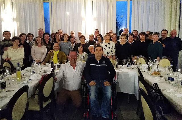 Il gruppo unito per festeggiare i 60 anni dei ragazzi di Castelleone di Suasa